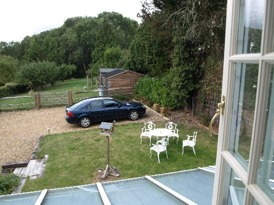 The Barn, Woodview: Guests garden and parking