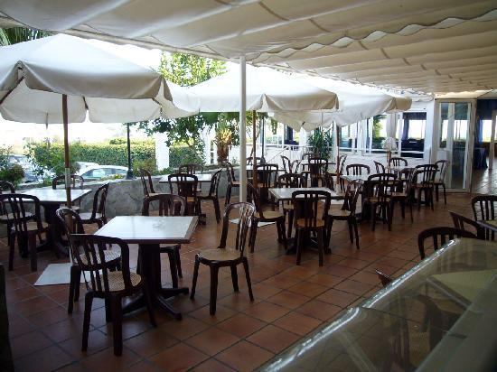 Hotel Al-Andalus Nerja: Salon exterior