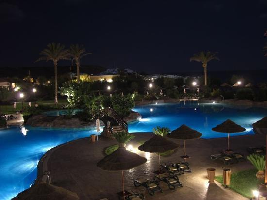 Atlantica Imperial Resort & Spa: Pool at night