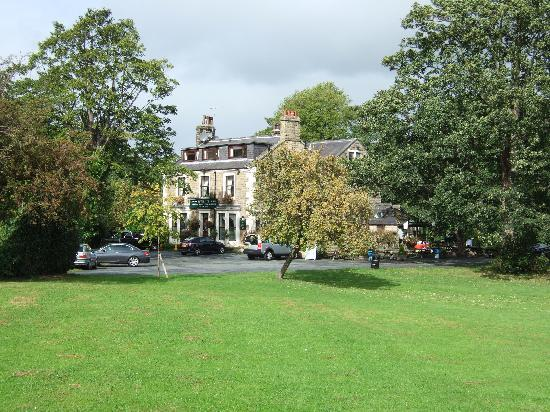 Ilkley Riverside Hotel: The Riverside from the approach road