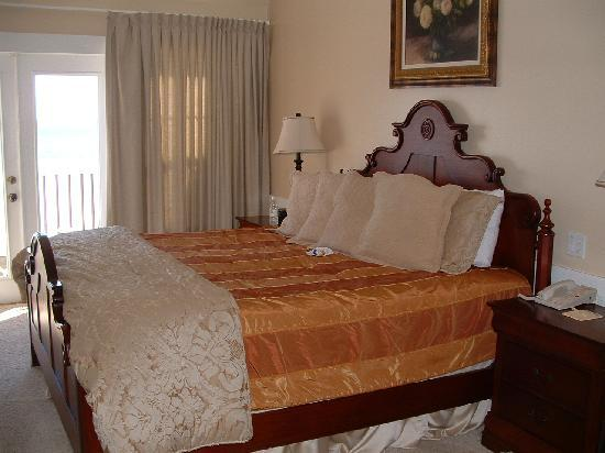 Henderson Park Inn: comfy bed