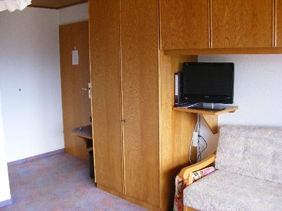 Land- & Wellnesshotel Panorama: Adequate storage for a longer stay.