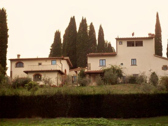 Vicchio, Italien: Back view of 2 apts and owners quarters