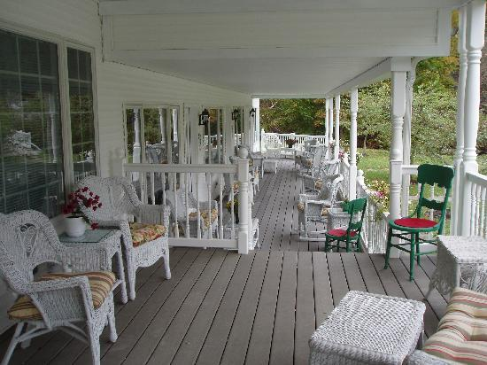 The 1896 House Country Inn - Brookside & Pondside: The porch of the luxury suites building