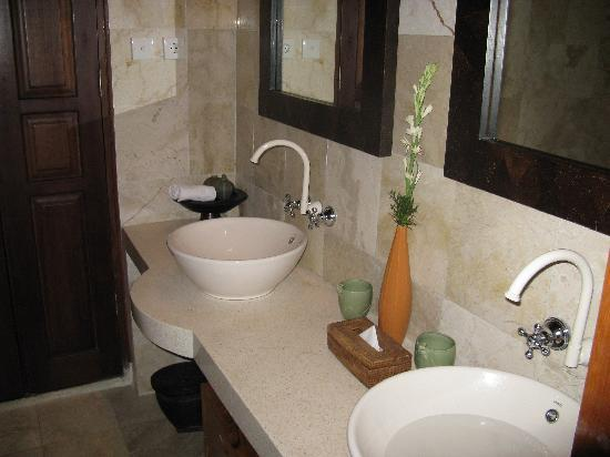 Villa Awang Awang: bathroom