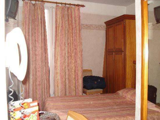 Hotel Au Royal Cardinal : habitación
