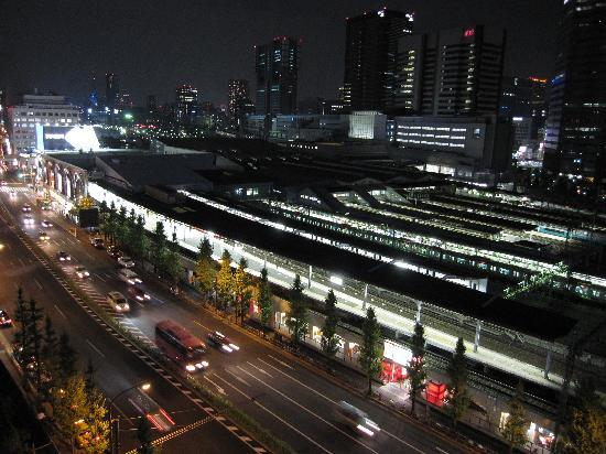 Toyoko Inn Sinagawaeki Takanawaguchi: View of Shinagwa Station from hotel room