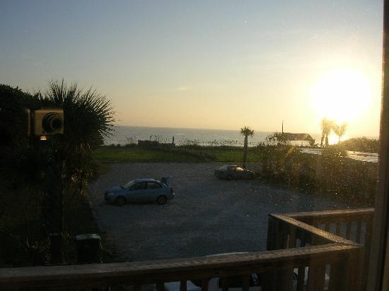 Surfcaster Motel : After sunrise