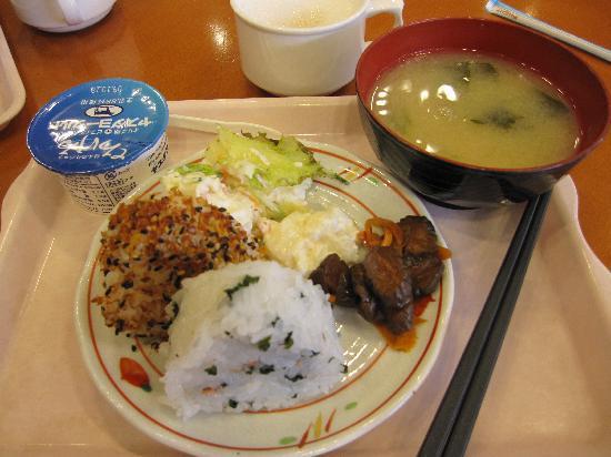 Toyoko Inn Shinjuku Kabukicho: Breakfast: Rice balls, miso soup, yogurt, salad, pickled veggies, pastries, and coffee