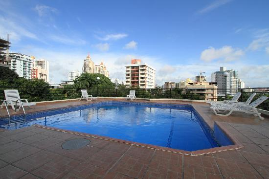 Hotel el Parador: Rooftop pool and an amazing view of the city