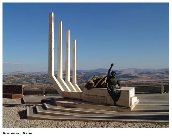 Acerenza: Monumento ai Caduti di tutte le Guerre. Panorama