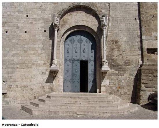 Pro Loco Acerenza: Portone della Cattedrale di San Canio di Acerenza