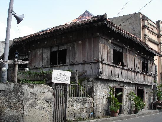 Yap Sandiego Ancestral House: The House with the sign