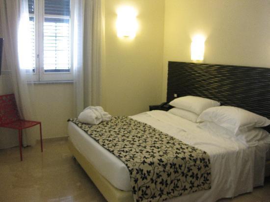 Hotel Garibaldi: Standard Double room £113 on booking.com