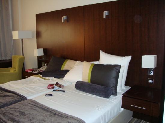 Avari Dubai Hotel: Room view