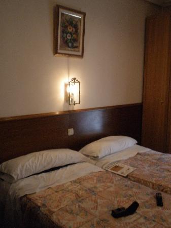 Pensión Urkia: Habitación doble con baño