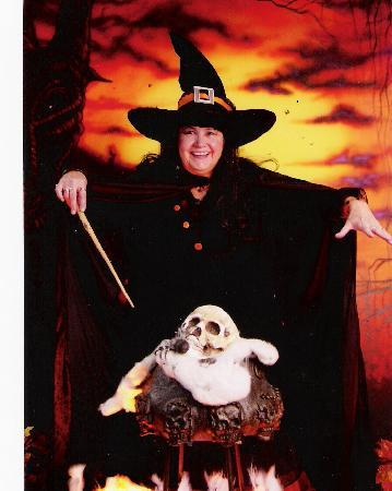 Hampton Inn Boston/Peabody: WITCHY WOMAN