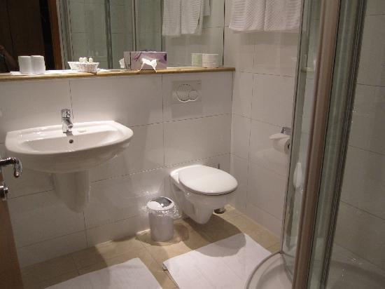 Hotel Keiml: washroom