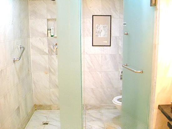 Ascott Beijing: 2 bedroom suite - master bathroom