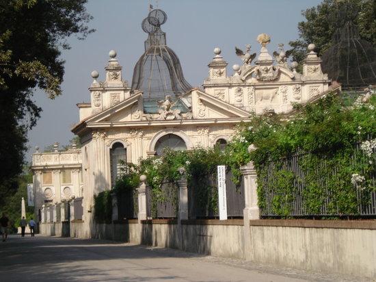حدائق فيلا بورجيزي