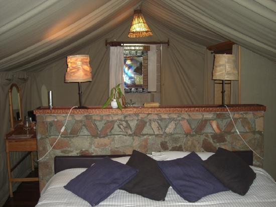 Sarova Mara Game Camp: Cama