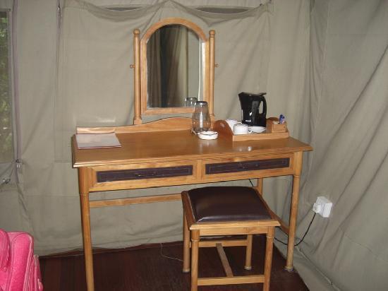 Sarova Mara Game Camp: Pequeño escritorio