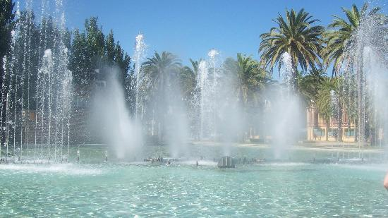 Hotel Villamarina Club: FOUNTAINS DURING DAY, THESE ARE WELL NICE, WOULD DEFO RECCOMEND GOIN DOWN TO THE BEACH