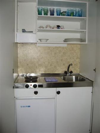 Hotel-Restaurant de la Rouvenaz: Rm. 303 kitchen