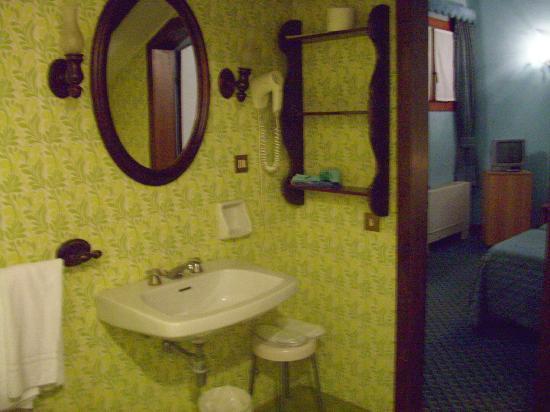 Hotel La Fenice Et Des Artistes: Bathroom