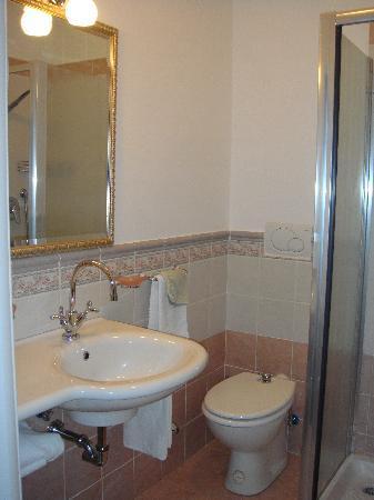 B&B Alexander: Bathroom