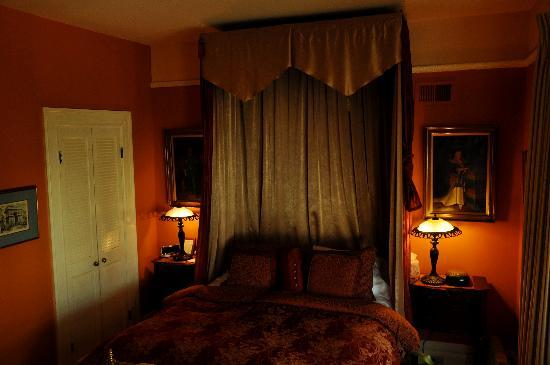 Union Street Inn: Golden Gate room - bright during the day