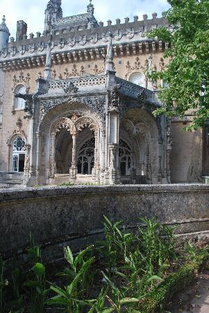 Bussaco Palace Hotel: On warm days, eat lunch on that pation.