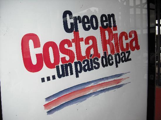 Hotel El Castillo Divertido: bus stop affiche