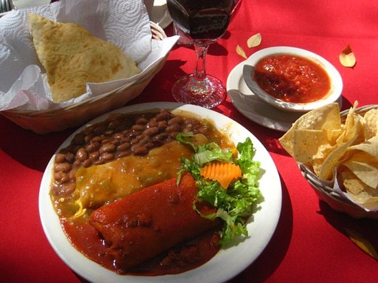 Rancho de Chimayo Restaurante: Enchilada lunch on the patio, Red & Green chile