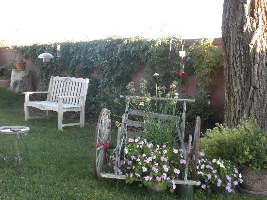 Bottger Mansion of Old Town: Bottger's Front Yard - Relax!