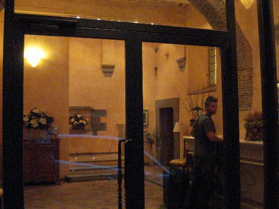 هوتل إيطاليا: The Lobby