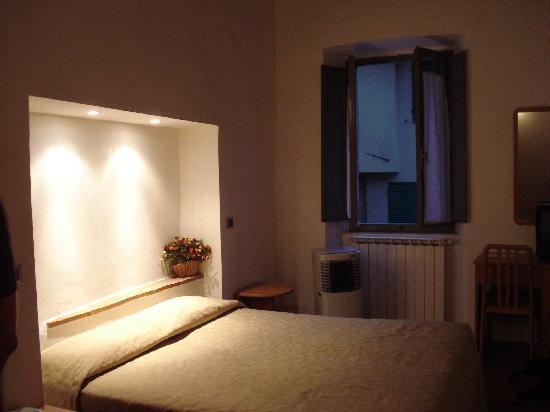 Hotel Italia: Room 27