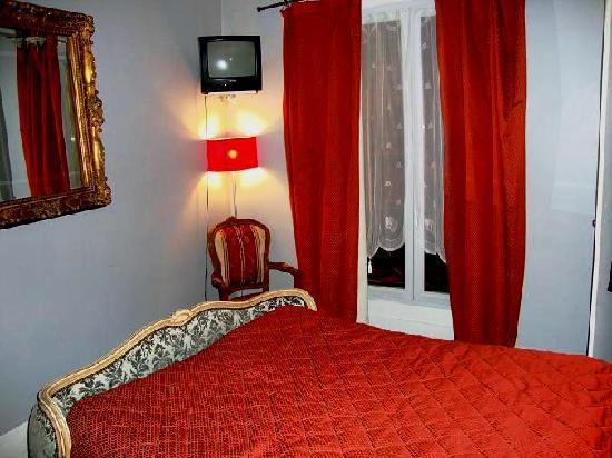 Hotel Le Petit Trianon : our room