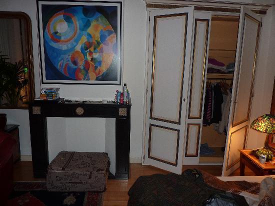 Seven Bridges Hotel: Spacious closet area