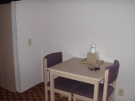 Quality Inn & Suites Maggie Valley - Cherokee Area: Rm111 Eating area