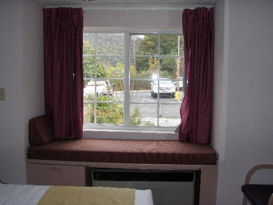 Quality Inn & Suites Maggie Valley - Cherokee Area: Rm111 window seat