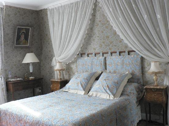 Manoir de Beauregard: Bedroom in suite