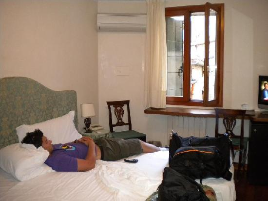 Hotel San Zulian: Our room
