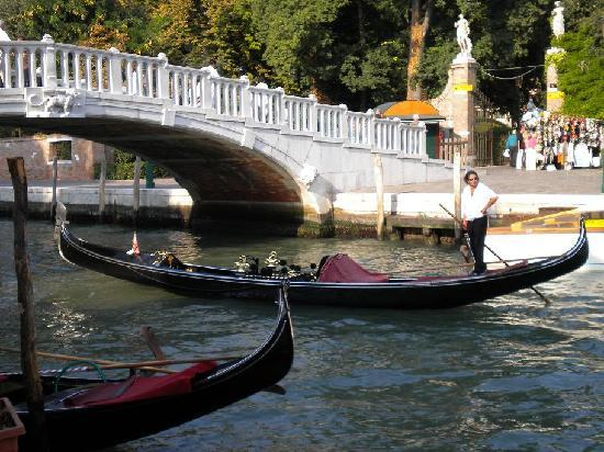 Hotel San Zulian: our gondola