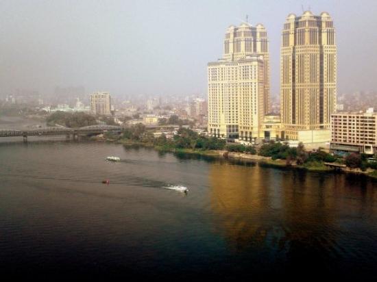Hilton Cairo Zamalek Residences: Но заоконный Каир так топорщился небоскребами...