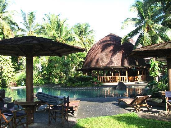 Sinalei Reef Resort & Spa: Pool and bar