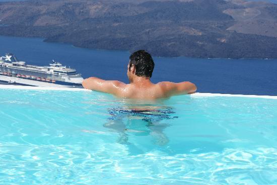 Cosmopolitan Suites Hotel: The Infinity Pool