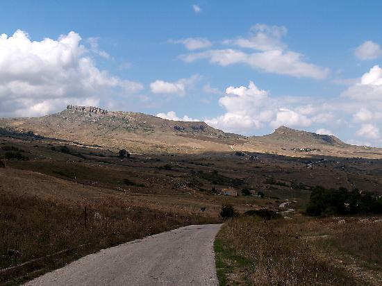 The road between Prizzi and Corleone