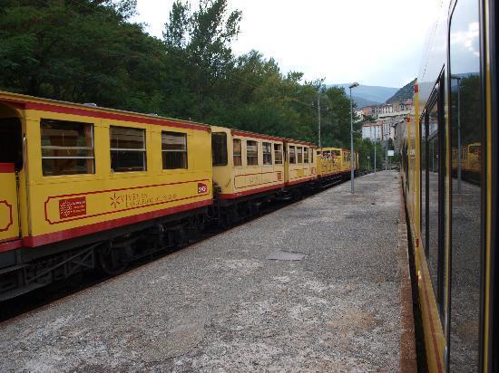 A l'Ombre du Fort: Petit Train Jaune