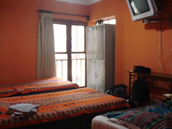 Barranco's Backpackers Inn: 3 bed room with a view